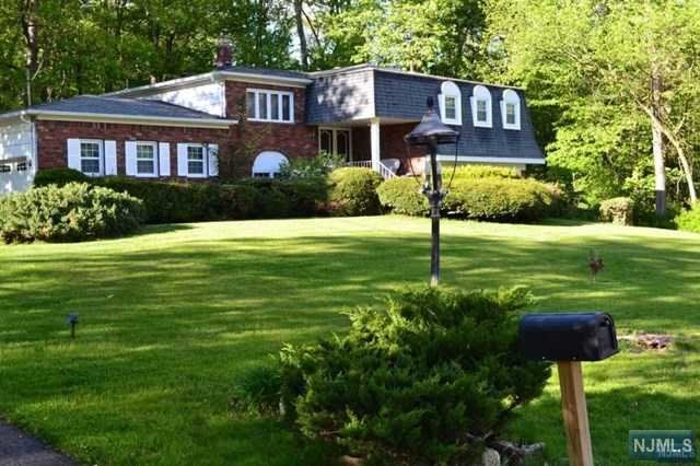 386 Forest Rd, Mahwah, NJ 07430