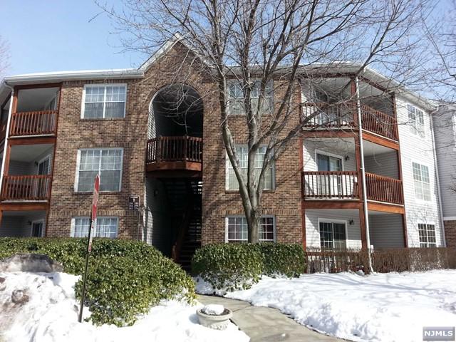 278 Village Circle Dr, Fort Lee, NJ 07024