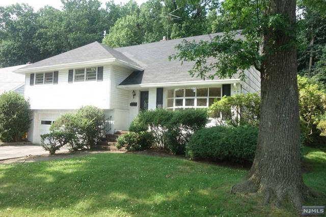 803 Winthrop Rd, Teaneck, NJ 07666