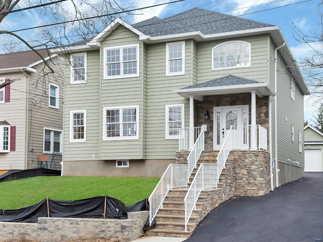 12 Hastings Ave, Rutherford, NJ 07070
