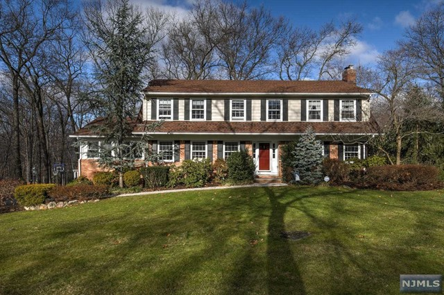 Single Family Home for Sale at 11 Thunderhead Pl Mahwah, New Jersey,07430 United States