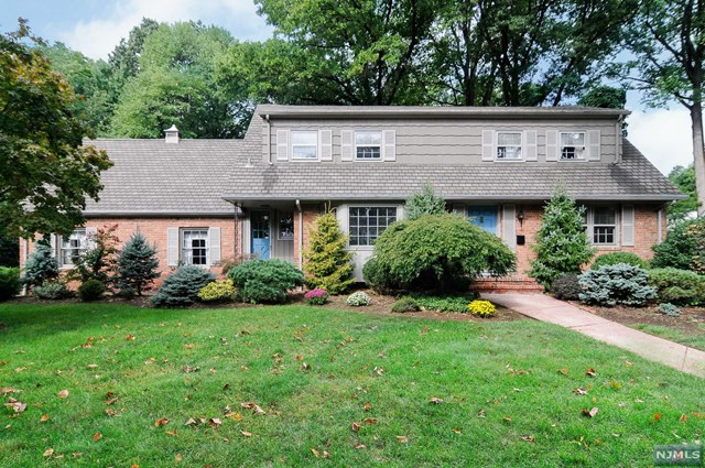 103 Deerfield Ct, Oradell, NJ 07649