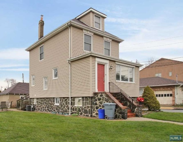 1637 Maple St, Fort Lee, NJ 07024