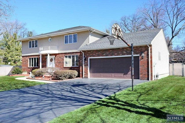 28 Bluebell Ct, Paramus, NJ 07652
