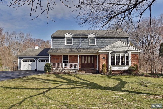 245 Sollas Ct, Ridgewood, NJ 07450