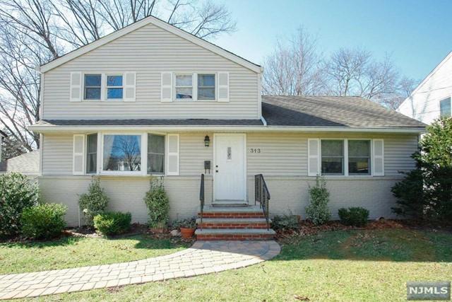 313 Lockwood Dr, Paramus, NJ 07652