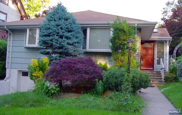 105 Oaktree Pl, Leonia, NJ 07605