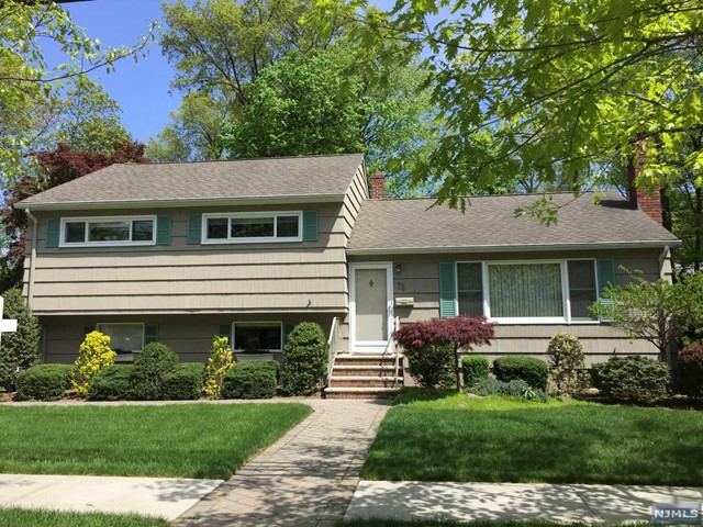 74 Columbus Rd, Demarest, NJ 07627