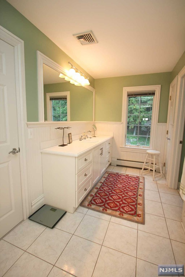 Additional photo for property listing at 40 Bramshill Dr  Mahwah, New Jersey,07430 États-Unis