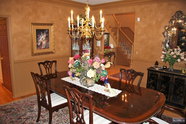 Additional photo for property listing at 5 Village Dr  Mahwah, New Jersey,07430 États-Unis