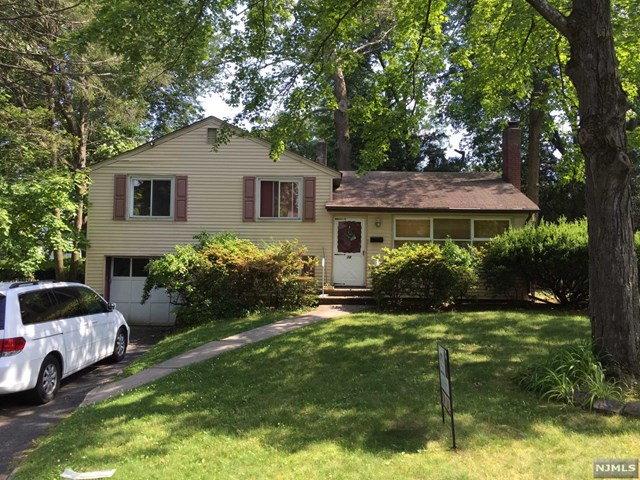 38 Willis Ave, Cresskill, NJ 07626