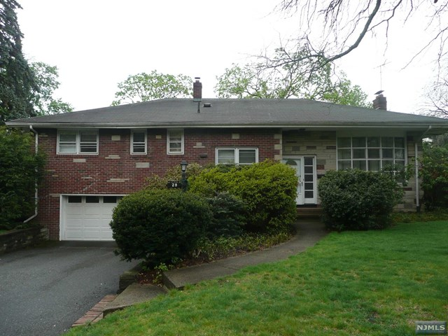 28 Greentree Ter, Tenafly, NJ 07670
