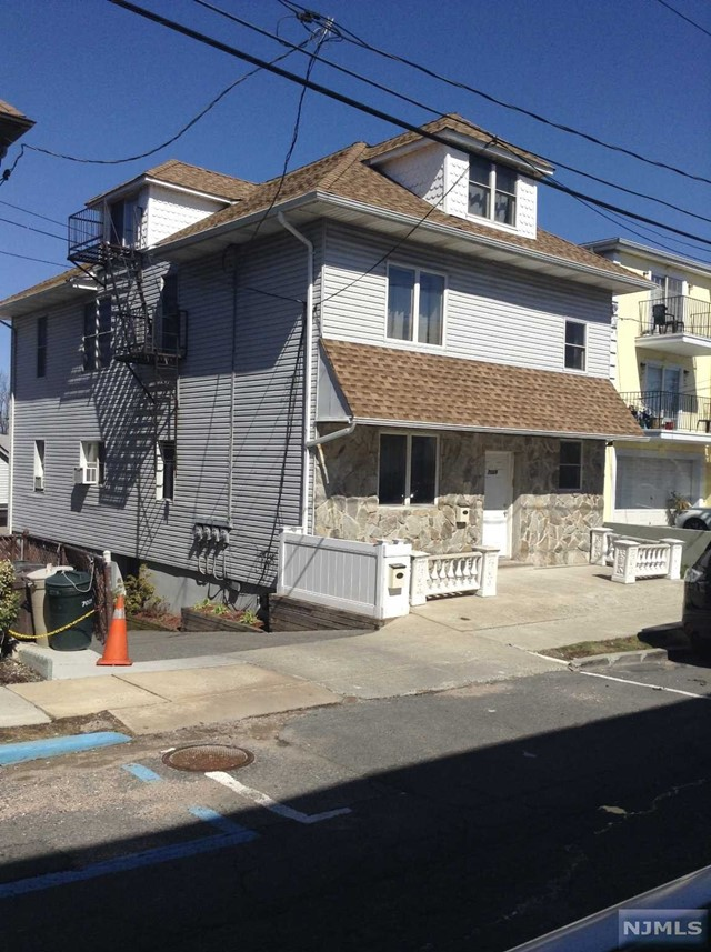 7029 Smith Ave, North Bergen, NJ 07047