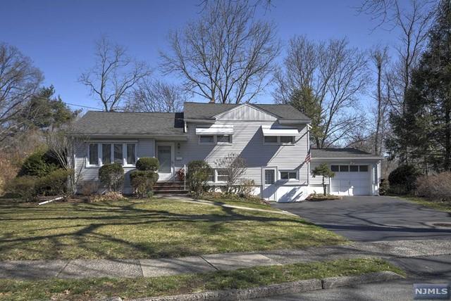 99 Morningside Rd, Paramus, NJ 07652