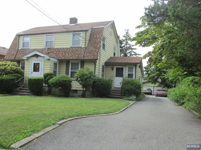 545 Abbott Ave, Ridgefield, NJ 07657