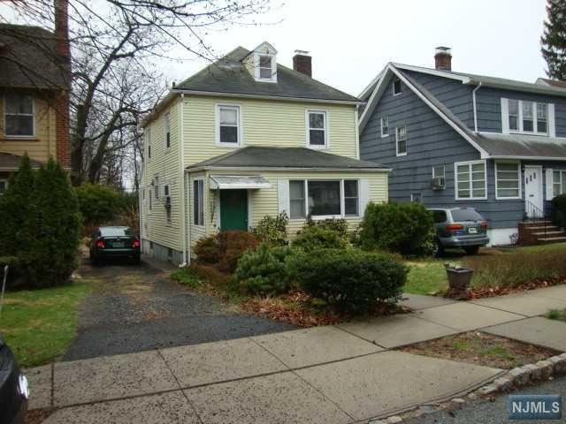 7 Willowdale Ct, Montclair, NJ 07042