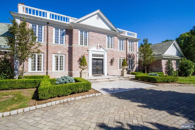 4 High Meadow Rd, Saddle River, NJ 07458