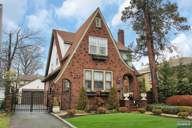 82 Maple St, Rutherford, NJ 07070