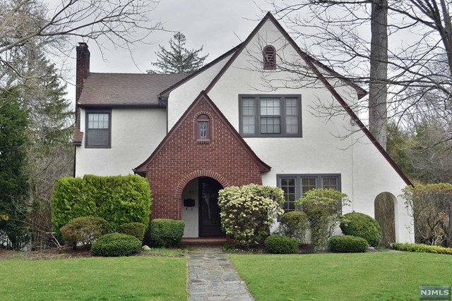 87 Boulevard, Glen Rock, NJ 07452