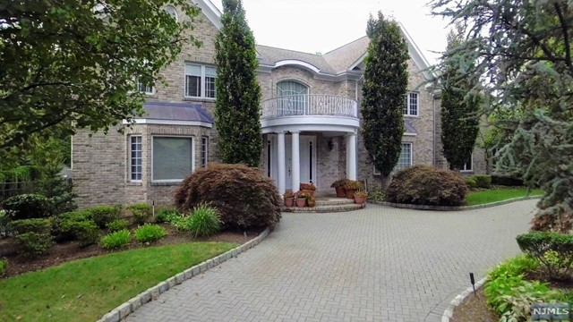 106 Roberts Rd, Englewood Cliffs, NJ 07632