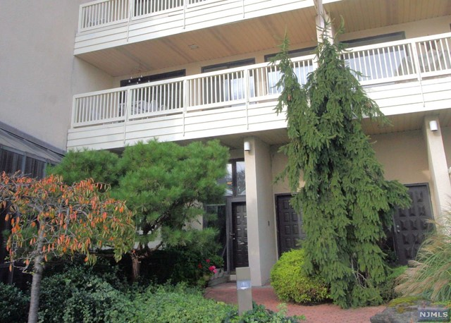 1225 River Rd 10A, Edgewater, NJ 07020