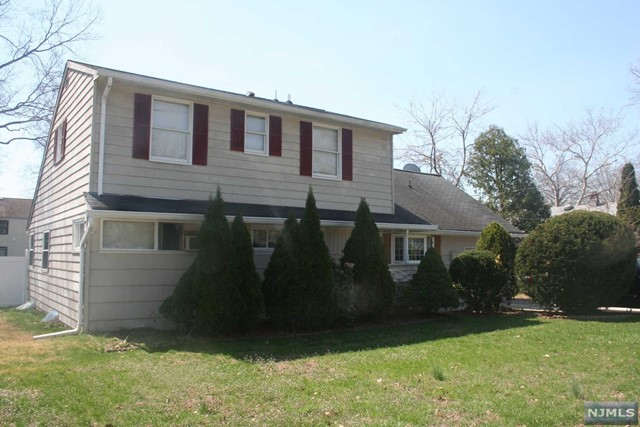 309 Hoffman Ave, New Milford, NJ 07646