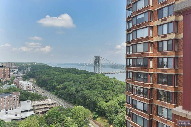 100 Old Palisade Rd, Fort Lee, NJ 07024