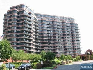 100 Winston Dr, Cliffside Park, NJ 07010