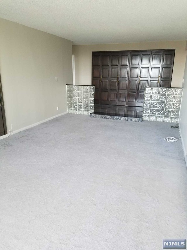 1590 Anderson Ave, Fort Lee, NJ 07024