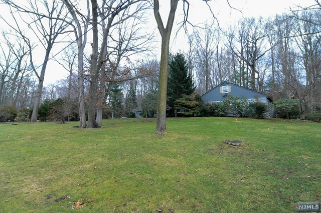 21 N Saddle Brook Dr, Ho-Ho-Kus, NJ 07423