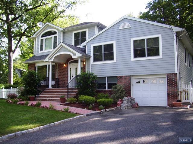 779 Mabie St, New Milford, NJ 07646