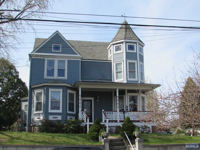 99 Woodward Ave, Rutherford, NJ 07070