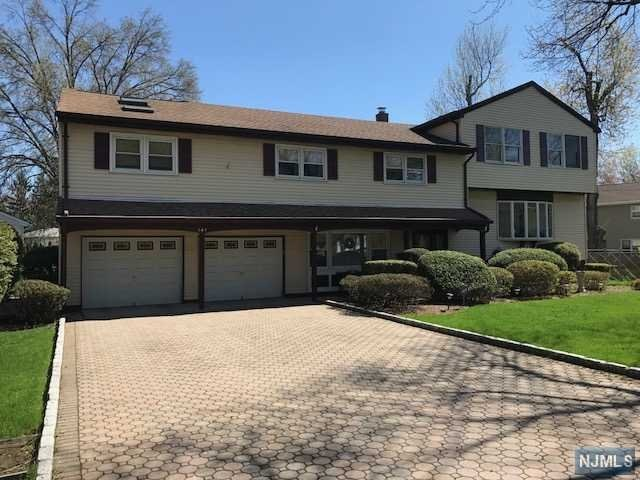141 Midwood Rd, Paramus, NJ 07652