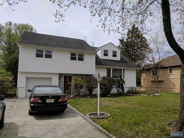 152 Windsor Rd, Paramus, NJ 07652