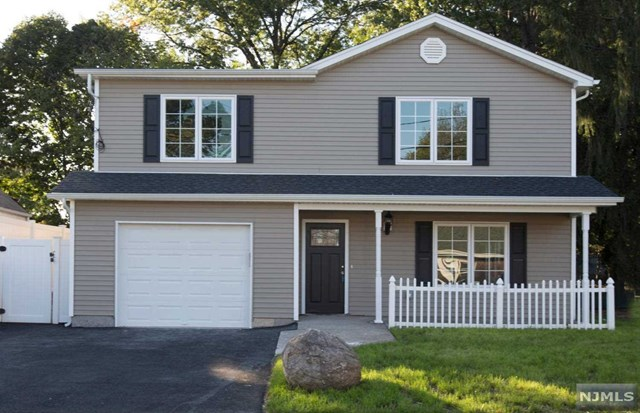 16 Fairview Ave, Bergenfield, NJ 07621