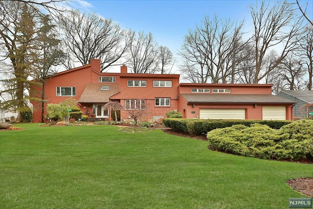 333 South Dr, Paramus, NJ 07652