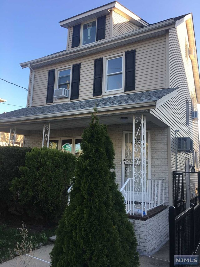 428 Christie Ln, Leonia, NJ 07605