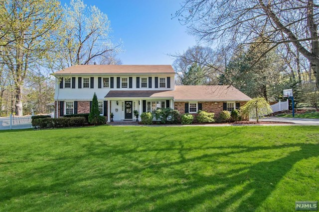 772 Woodfield Ct, Ridgewood, NJ 07450
