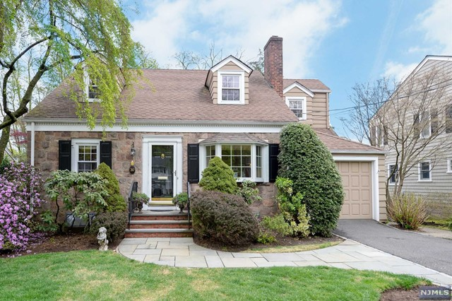 30 Carlton Ave, Ho-Ho-Kus, NJ 07423