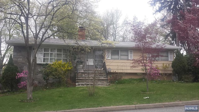21 New St, Cresskill, NJ 07626