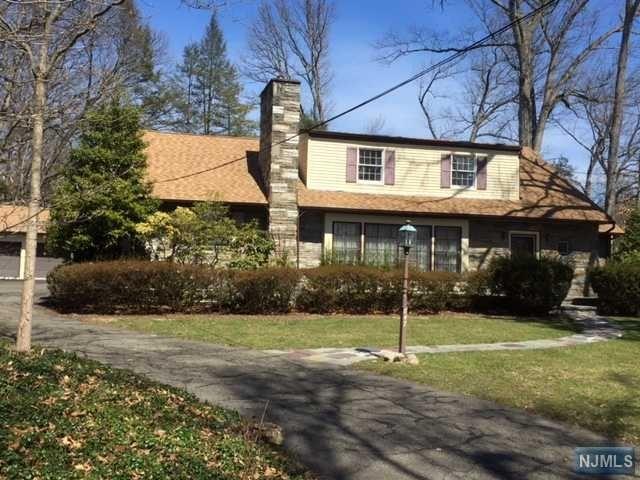 847 Norgate Dr, Ridgewood, NJ 07450
