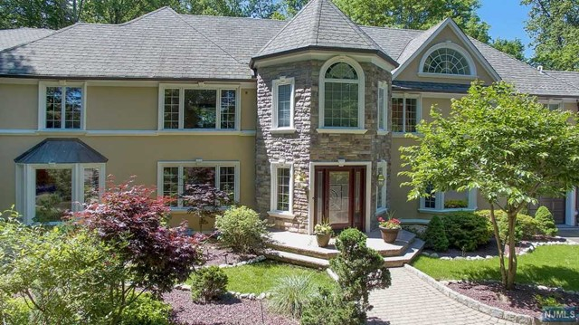 Single Family Home for Sale at 133 Chestnut Ridge Rd 133 Chestnut Ridge Rd Saddle River, New Jersey 07458 United States