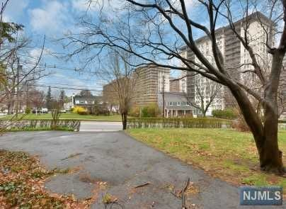 Additional photo for property listing at 104 Summit Ave 104 Summit Ave Hackensack, Nueva Jersey,07601 Estados Unidos