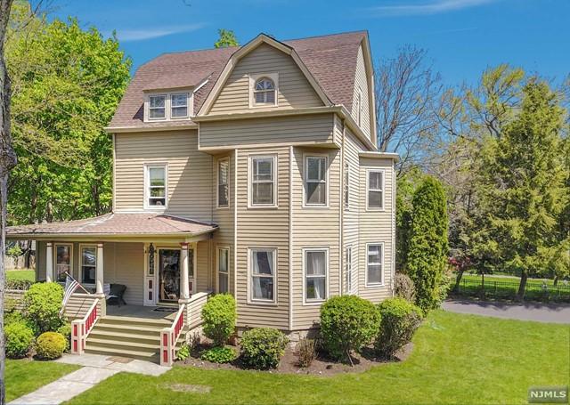 215 Linden Ave, Glen Ridge, NJ 07028
