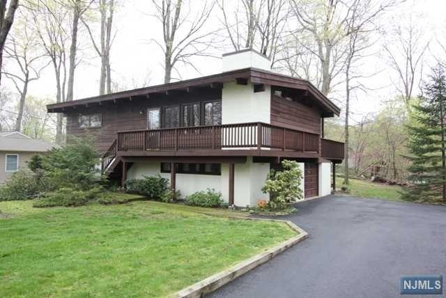 15 Weir Pl, Ringwood, NJ 07456