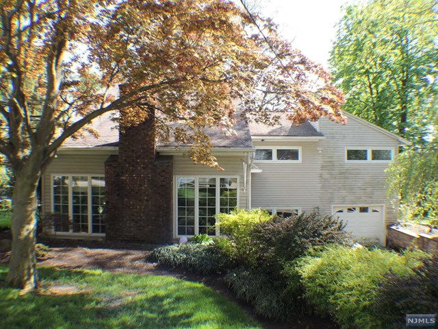 151 Busteed Dr, Midland Park, NJ 07432