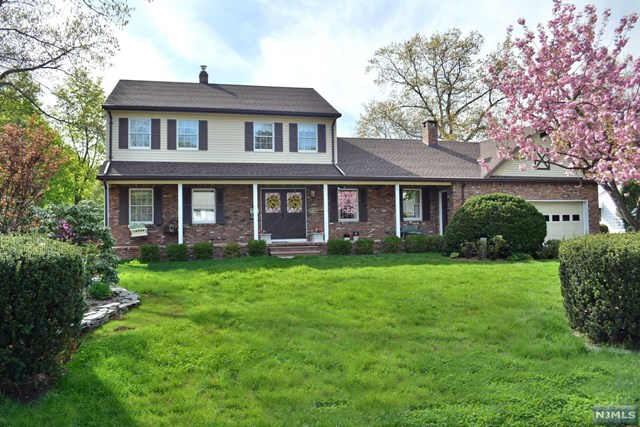45 Woodside Ave, Midland Park, NJ 07432