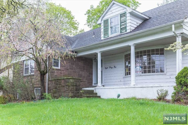 841 Kinderkamack Rd, Oradell, NJ 07649