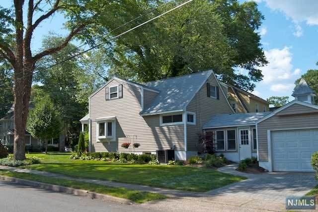 Updated 4 bedroom colonial cape close to Somerville Elementary and Ridgewood High School. Central air, attached garage, finished basement, big side yard. Refinished floors, paver driveway and patio. Convenient to downtown Ridgewood and express bus to Manhattan. Washer/dryer on premises. Great neighborhood!