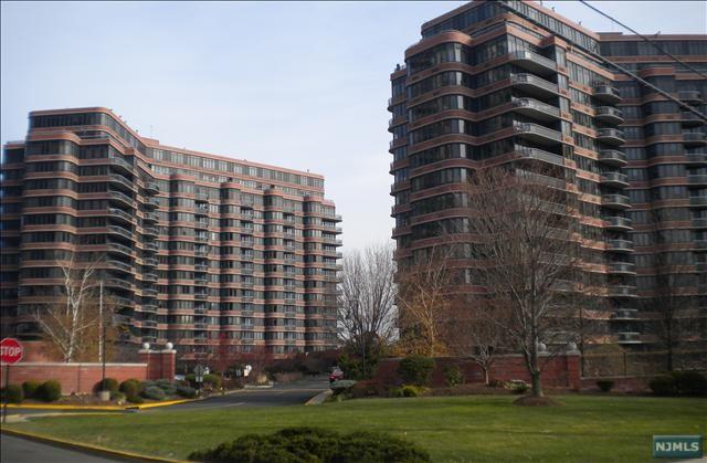 100 Winston Dr 10 D (N), Cliffside Park, NJ 07010